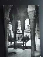Carte Photo GRENADE Cour Des Lions N°1022. ALHAMBRA ART ARABE. Noir Et Blanc. Circulé En 1960 TRES BON ETAT - Granada