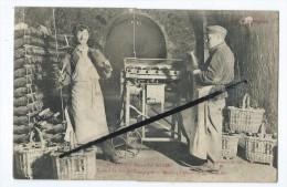 CPA Décollée - Epernay - Maison Pol Roger - Travail Du Vin De Champagne - Machine à électriser Les Bouteilles - Epernay