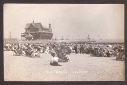 EN195) Lowestoft - The Beach - real photo