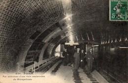 75 PARIS Métro . Vue Intérieure D'un Gare Souterraine Du Métropolitain (2) - Métro Parisien, Gares