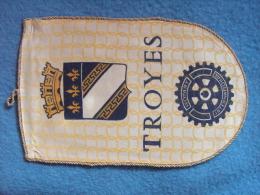 FANION:  ROTARY INTERNATIONAL     TROYES.    (France) - Organisations