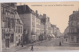 CPA . 60 . COMPIEGNE . PLACE DE L'HOTEL DE VILLE - Compiegne