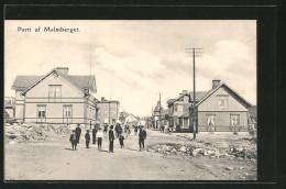 CPA Malmberget, Blick In Eine Strasse Der Ortschaft Avec Des Passants - Zweden