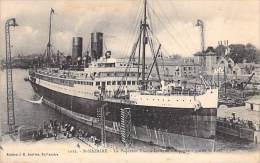 PAQUEBOTS  : Le Transatlantique ESPAGNE Quitte Le Port De ST NAZAIRE- CPA -  (Cruise Ship Kreuzfahrtschiff Cruiseschip ) - Paquebots