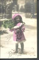 ! - Carte Postale De Bonne Année Partiellement En Couleur Montrant Une Petite Fille Avec Un Trèfle à 4 Feuilles - Nouvel An