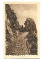 N.D. De Rochefort - Dans Le Chemin De Ronde - Rochefort-du-Gard