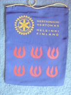 VINTAGE/PENANT:    HELSINKI.   FINLANDE.  -   ROTARY  INTERNATIONAL. - Organisations