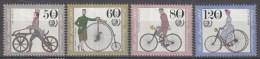 West-Duitsland - Jugend: Historische Fahrräder; Internationales Jahr Der Jugend - MNH - Michel 1242 - 1245 - Wielrennen