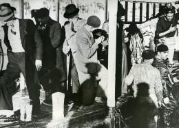 France Toulon Découverte De Munitions Dans Le Port Ancienne Photo De Presse 1938 - Photographs