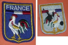 Ancien écusson En Feutrine Bleue Brodée, Pays FRANCE Coq - Escudos En Tela