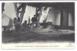 CPA 29 A L'Abri Du Marin Ile De Sein Atelier De Réparation Des Voiles Et Des Filets - Ile De Sein