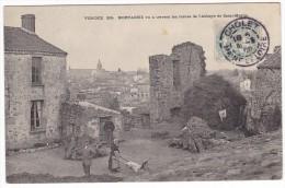 MORTAGNE. - Vu à Travers Les Ruines De L'Abbaye De Saint-Martin . Cliché RARE - Mortagne Sur Sevre