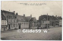 MONT-CASSEL - Un Coin De Grande-Place + Hôtel Du Chanoine Lenglé (1634) (Pension De Famille-Restaurant Deheere-Loviny) - - Cassel