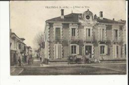 Villereal  47    L´Hotel De Ville-La Rue Et La Place Animée - Autres Communes