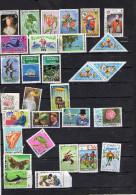 MALDIVES Petit Lot D´une Trentaine De Timbres - Stamps