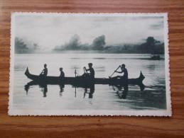 CAROLINES  Canaques Sur Leur Pirogue  Années 20 - Micronesië