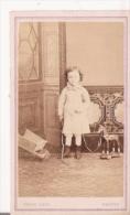 PHOTO ANCIENNE PETIT FORMAT FILLETTE ET PETIT CHEVAL EN BOIS (PHOTO VIVOT AMIENS) - Other
