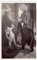 CARTE PHOTO-  THEATRE  SCENE COMEDIENS HOMME ENFANT  ANNEE 1920 ENVIRON - Photos