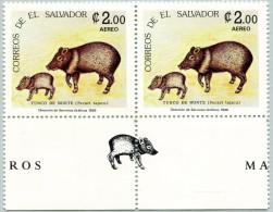 N° Yvert 619 - 2 Timbres Du Salvador  (Poste Aérienne) (1986) - MNH - Pecari Tajacu + Vignette (JS) - El Salvador