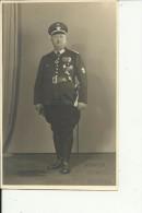 FR2337   --  DIEDENHOFEN Wehrmacht PHOTO AUS ALBUM 13 Cm X 8,5 Cm  -- SABEL, ORDENS,  OFFIZIR ODER  POMPIER, FIREMAN - Thionville