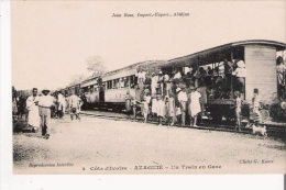 COTE D'IVOIRE 2 AZAGUIE UN TRAIN EN GARE (BEAU PLAN) - Côte-d'Ivoire