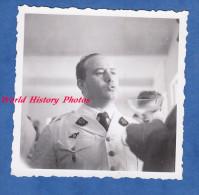 Photo Ancienne Snapshot - En Afrique Lors D'une Fête - Officier CECCALDI , Service De Santé - 1944 - Voir Insigne - Guerre, Militaire