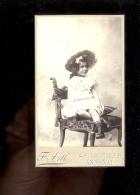 Photographie CDV  Fillette Little Girl Hat Chapeau / Photographe F ARTH 14 Rue Montgolfier ANNONAY Ardèche - Anonymous Persons