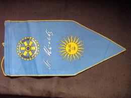 FANION:    St  MORITZ.   (FRANCE).  -   ROTARY  INTERNATIONAL. - Organisations