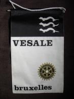 VINTAGE FANION:  VESALE  BRUXELLES      (BELGIQUE).  -   ROTARY  INTERNATIONAL. - Organisations