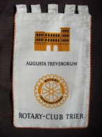 VINTAGE FANION:     AUGUSTA TREVERORUM.   (ALLEMAGNE).  -   ROTARY CLUB  INTERNATIONAL. - Organisations
