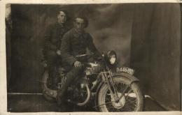 90644  - Militaires  Sur Une Moto  Des Années 1950 - Motos
