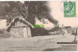 Carte Postale Ancienne De MADAGASCAR – UNE RUE DE TRAVONDJY - Madagascar