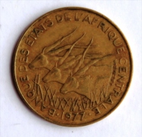 BANQUE DES ETATS DE L´AFRIQUE CENTRALE 10 Francs 1977 Entre B Et M - Colonias