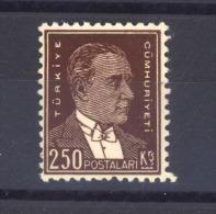 00701  -  Turquie  :   Mi 963 Y  *   Dentelé12 - Neufs