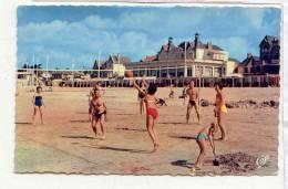 AR 35 PORNICHET - Les Jeux Sur La Plage Et Le Casino CAP 1608 ( Beach Volley ) Musclé - Volleyball