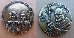 Mada-134  Imposante Médaille JOAO PAULO II (année 2000) En Métal Jaune - Religion & Esotérisme