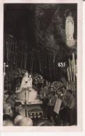 LOURDES (65) PHOTO SCOUTS ET AUTRES DEVANT LA GROTTE DE LA VIERGE 835 - Places