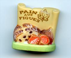 """PM - FEVE  - FEVES - """"PARFUMS DE PAINS 2010"""" - LE PAIN AUX FIGUES   -  FEVE MATE - Charms"""