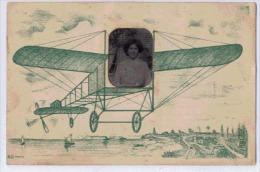 PHOTO-MONTAGE  DE FAMILLE PERE MERE FILLE SUR AEROPLANE FANTAISIE - Cartes Postales