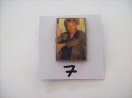 PIN'S -  MACGYVER     De La Celebre Serie    (  7 ) Voir Photo - Berühmte Personen