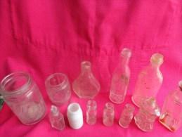 Lot De 12 Flacons Anciens (verre Et Opaline Et Autres -cafe Trablit-petrole Hahn-brillantine -petit Tonneau Sans Etc.... - Unclassified