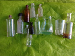 Lot De  Flacons Anciens (verre)et  Autres-petit Poucet Lotion Pour Les Poux-flacon Decor Abeille Ou Haneton ???? - Unclassified