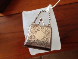 Rare tr�s beaux porte louis d or Forme de sac ( en argent)