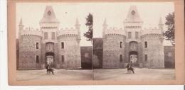 VICHY 30 PORTE D´ENTREE DU CHATEAU DE BUSSET (PHOTO STEREOSCOPIQUE ANCIENNE) - Photos Stéréoscopiques