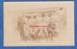 CPA Photo - Pas Loin Du Front , à B..... - Groupe De Poilu Du 117e Régiment - Voir Uniforme équipement Jumelles - Ww1 - Guerre 1914-18