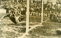 France Saint Ouen Football Match Montpellier 4 Red Star 3 Ancienne Photo 1947 - Sports