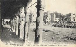 Les Ruines De La Grande Guerre - Arras - La Grande Place, Vue Prise Sous Les Arcades - Carte LL N°310 - War 1914-18