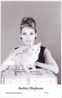 AUDREY HEPBURN - Film Star Pin Up - Publisher Swiftsure Postcards 2000 - Postales