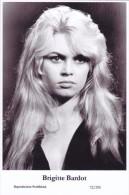 BRIGITTE BARDOT - Film Star Pin Up - Publisher Swiftsure Postcards 2000 - Sin Clasificación
