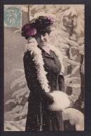 Personnage  Portrait De Femme Sous La Neige - Femmes